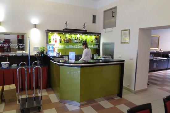 EA Embassy Prague Hotel: hotellbar