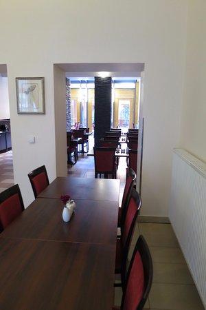 EA Embassy Prague Hotel: Miljö