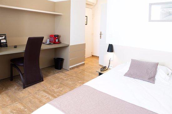 Chambre Double Classique - Bild von Hotel Le Saint Germain, Aulnay ...