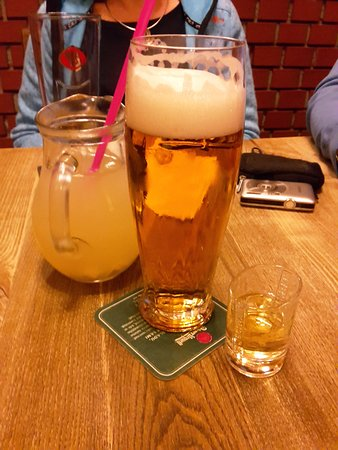 Zünftiges Essen und Getränke. Interessant war auch die Ingwer Limonade.