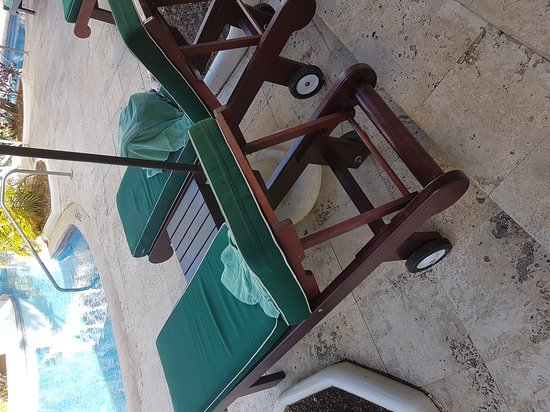 Mango Bay All Inclusive : Common practice for beds to have towels on but not used thus depriving other guest their use.