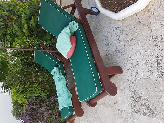 Mango Bay All Inclusive: Common practice for beds to have towels on but not used thus depriving other guest their use.