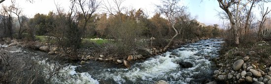 Three Rivers, Kalifornien: The mountain fed stream running through the property