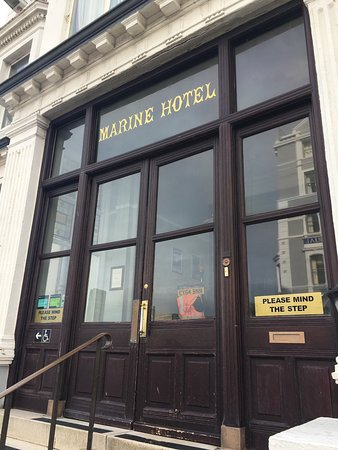 Bay Marine Hotel: The most disgusting hotel Ive visited.AVOID AT ALL COSTS