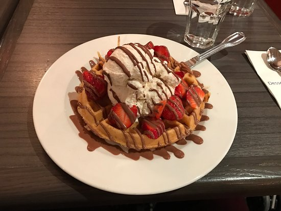 Caffe Demetre: Had this bad boy at Demetres, was amazing!! Pic is very explanatory!!