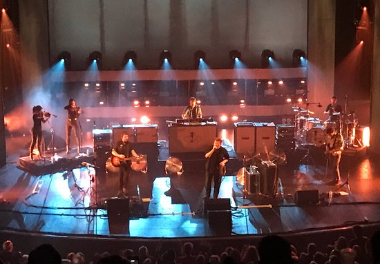 O2 Apollo Manchester : Elbow were just amazing in their home town at the Apollo last night .