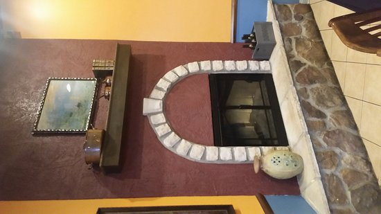 Circleville, Огайо: 19 of our family members had lunch at Tuscan Table yesterday 3-18-17. What a quaint yet fancy li