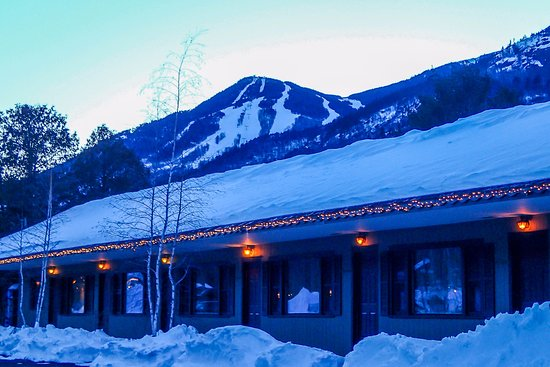 The Hungry Trout Resort: Whiteface in the backdrop