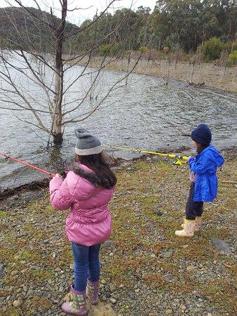 Eltham, Avustralya: My grandkids fishing Sugarloaf Reservoir