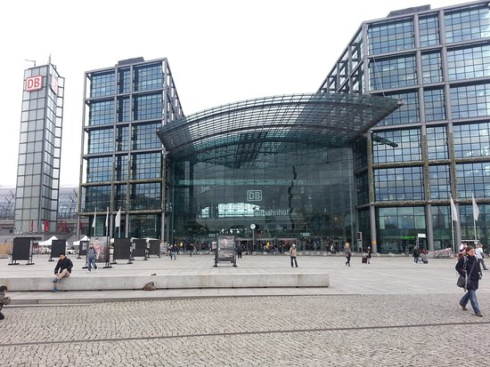 Photo of Monument / Landmark Berlin Hauptbahnhof at Spreebogen, Berlin, Germany