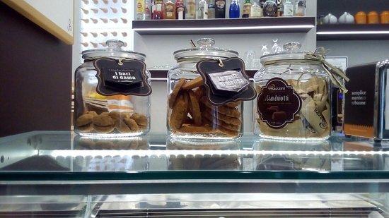 Gelateria Via Mazzini Collegno: Buonissimo il gelato anche la panna!!! ♡