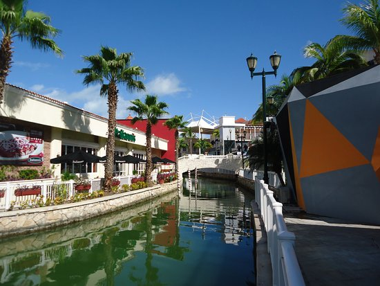La Isla Shopping Village