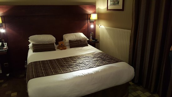 Hotel des Arts - Montmartre: Spacious and comfortable (bear not included!)