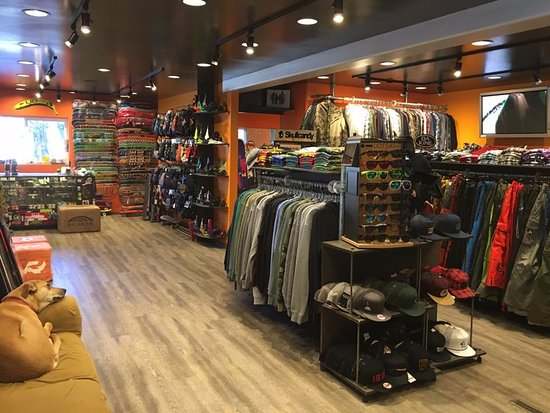 Ketchum, Айдахо: snowboards, skateboards, clothing, shoes and accessories, gear rentals and repairs