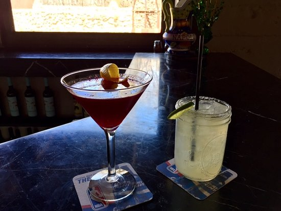 Pizzeria Bocce: Ginger beetini and a margarita!