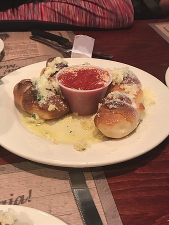DeBary, ฟลอริด้า: Garlic knots with marinara sauce