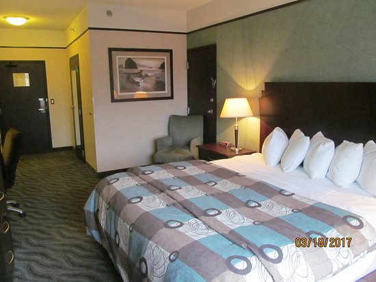Days Inn & Suites Rochester Hills MI: Room 106.