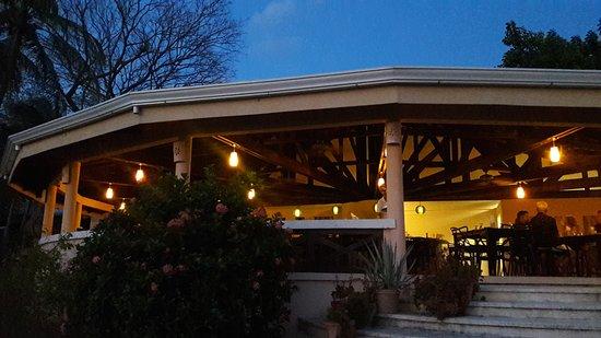 Playa Potrero, คอสตาริกา: De los mejores atardeceres....más un coctel 😍