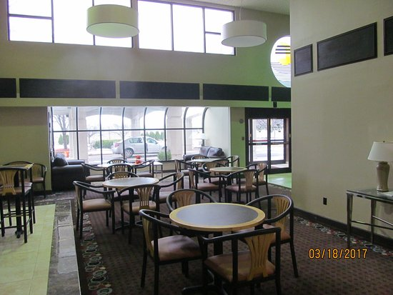 Rochester Hills, MI: Front lobby/dining area.