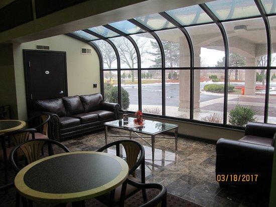 Rochester Hills, MI: Lobby area.