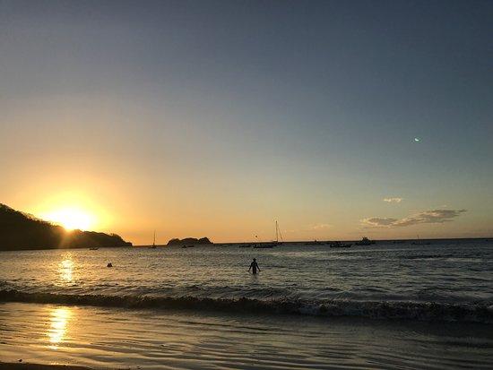 Playa Hermosa: Hermoso lugar, tuve el privilegio de pasar un atardecer disfrutando del silencio y el entorno in