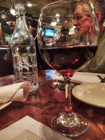 Jeannette, Pensilvania: glass of Jon's imported red wine