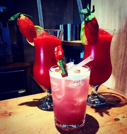 Coylton, UK: Strawberry daiquiri or drumstick??