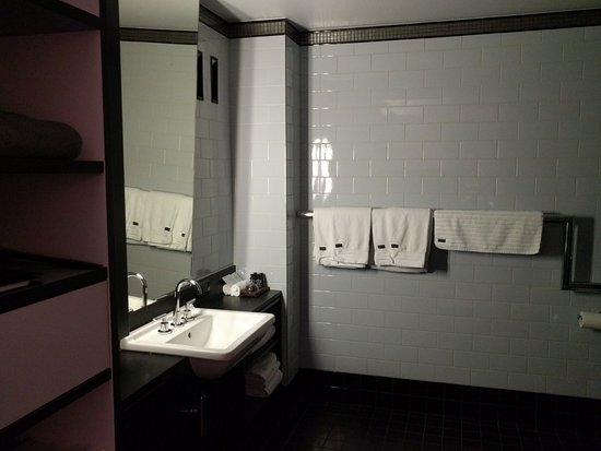 Spicers Balfour Hotel: Modern clean bathroom