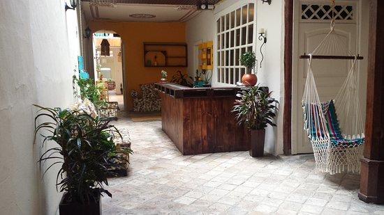 Mochilier's Hostel & Café