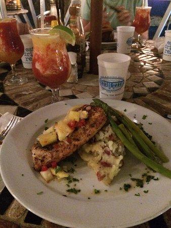 High Tide Bar & Seafood Grill: Chicken, garlic potatoes, asparagus...