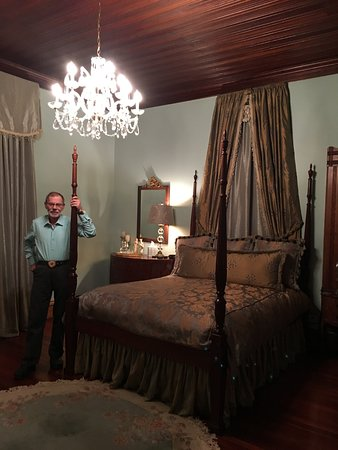 North Augusta, SC: Hubby in our beautiful guest room!