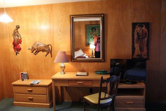 Raton, NM: Matador Room