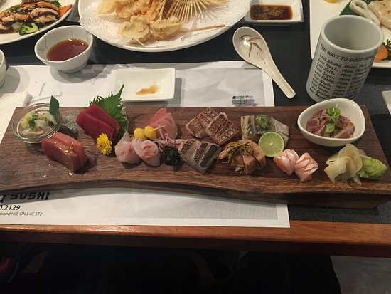 Richmond Hill, Canadá: Sashimi set.......still hungry after eating...