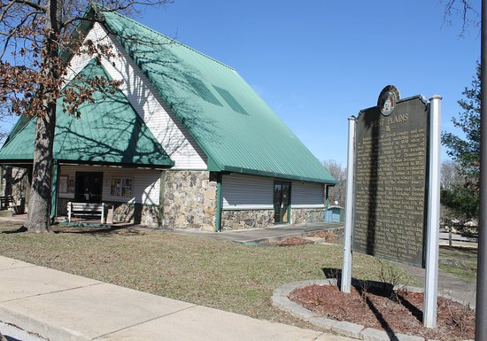 West Plains, Миссури: The Ozasrk Heritage Welcome Center provides a stopping point when entering Missouri