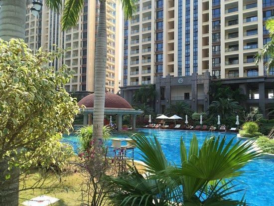 Baohong Hotel: the swimming pool
