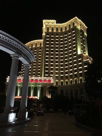 Baohong Hotel: the hotel