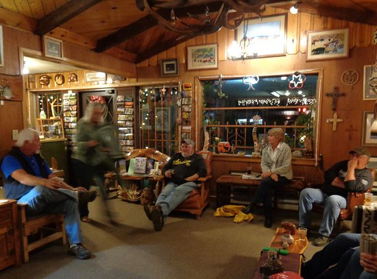 Springerville, AZ: Relaxing in the office/ lodge