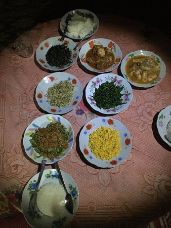 Kalaw, Birmania: Dinner a variety of vegetables and two meat dishes