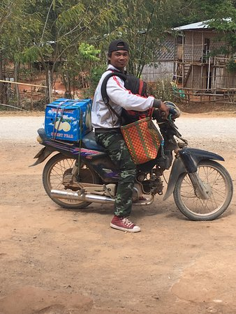 Kalaw, Birmania: Our chef Pho lone packed and ready to move on to the next stop