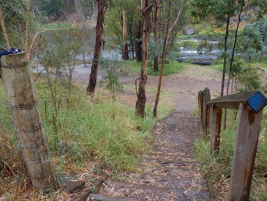 Warrandyte, Australia: Another steep access path
