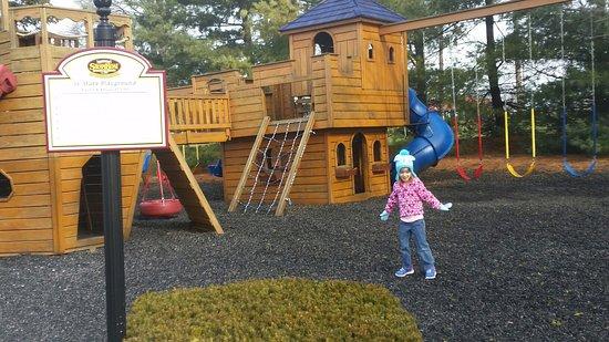 Fulton Steamboat Inn: the park