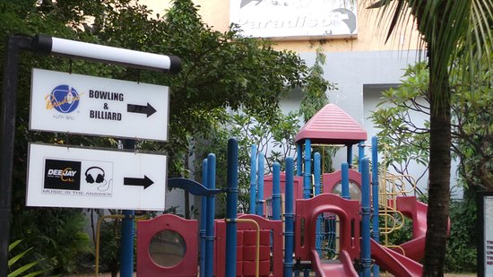 Kuta Station Hotel: Play area near the bowling ally