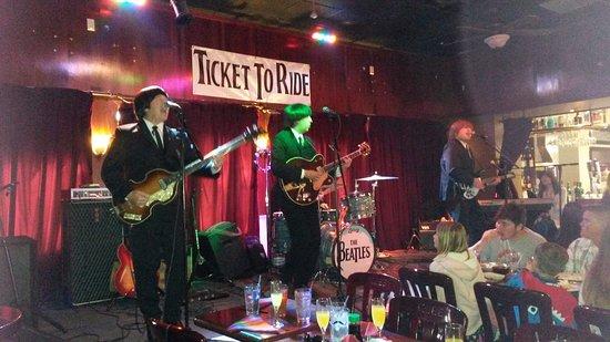 Seal Beach, Califórnia: The Beatles Tribute band, Ticket to Ride, at Kobe Steak House