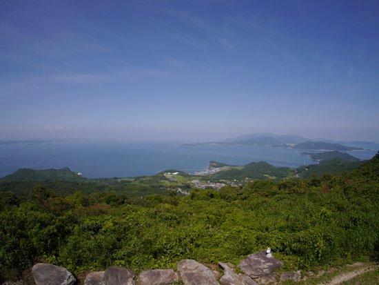 Tonosho-cho, Japonya: 山の展望台からの景色