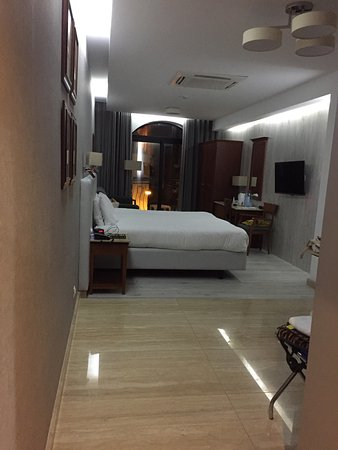 Solana Hotel: Studio delux room.. lovely room with excellent air con .
