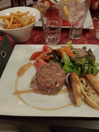 Divonne-les-Bains, فرنسا: tartare : la viande est cuite par l'assaisonnement et hachée ... beurk