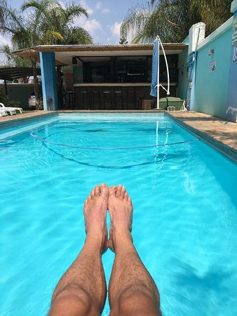 Schoemansville, Afrika Selatan: Recovering at the sparkling pool after Om Die Dam Ultra Marathon
