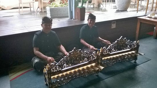 The Kuta Beach Heritage Hotel Bali - Managed by Accor: Local music at the entrance to the restaurant