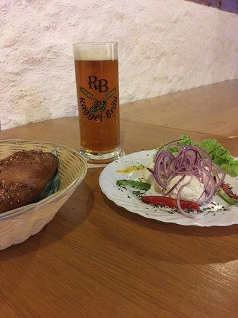 Anthering, Österreich: Bier und 3erlei Aufstrich mit Weissbierweckerl