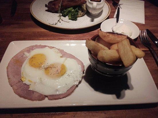 Crowborough, UK: Ham, egg & chips